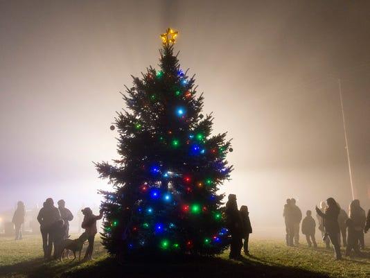 GIbsonburg lights Christmas tree