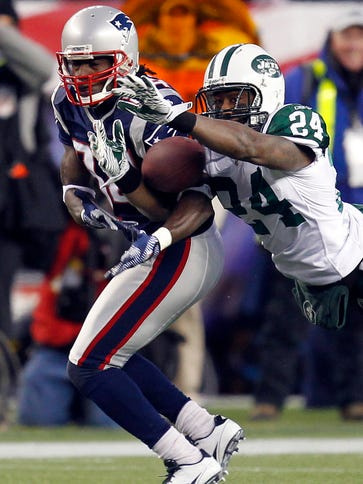 After a year in New England, CB Darrelle Revis is back