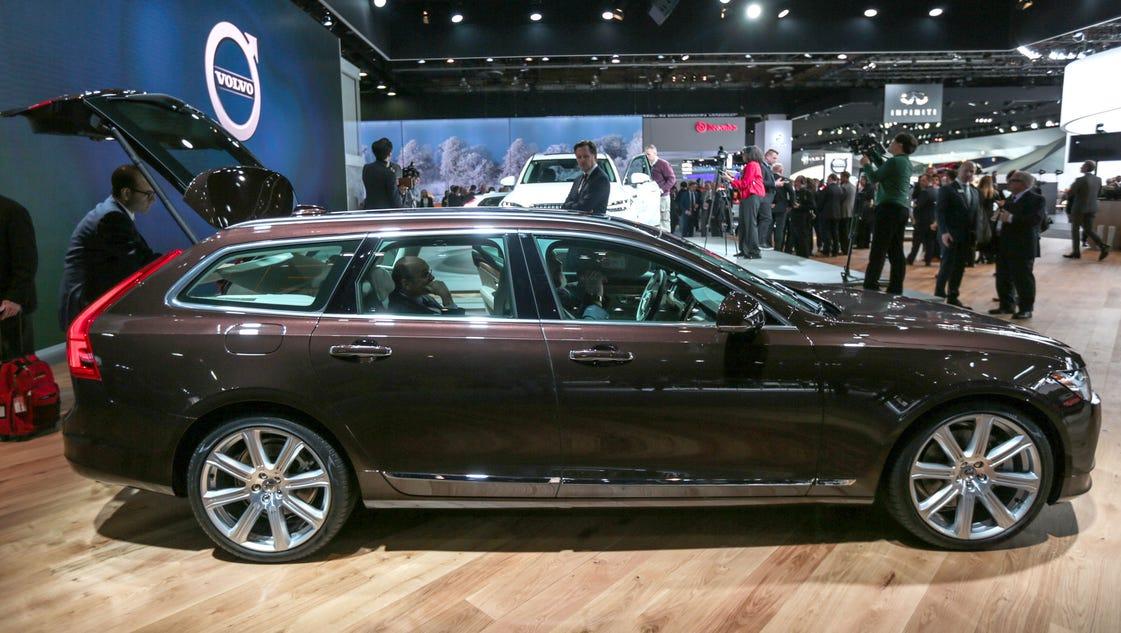 Detroit Free Press Auto >> 2018 Volvo V90 station wagon at 2017 Detroit auto show