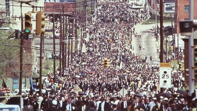 More than 300,000 march behind the coffin of Martin Luther King Jr.