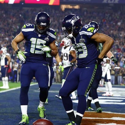 Feb 1, 2015; Glendale, AZ, USA; Seattle Seahawks wide receiver Doug Baldwin (89) reacts with wide receiver Jermaine Kearse (15) after catching a touchdown pass against the New England Patriots in the third quarter in Super Bowl XLIX at University of Phoenix Stadium.