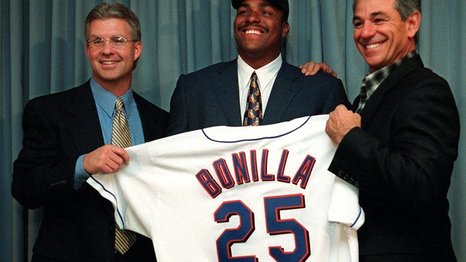 Bobby Bonilla, center, was all smiles at a 1998 news conference with the Mets, a smile that no doubt still exists today. {Osamu Honda/The Associated Press, file photo]