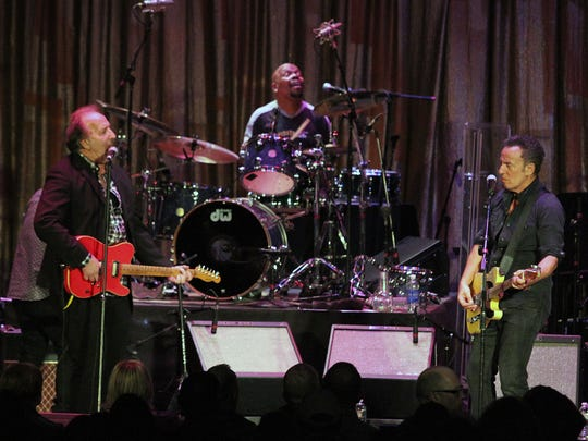 Bruce Springsteen joins  Joe Grushecky and the Houserockers