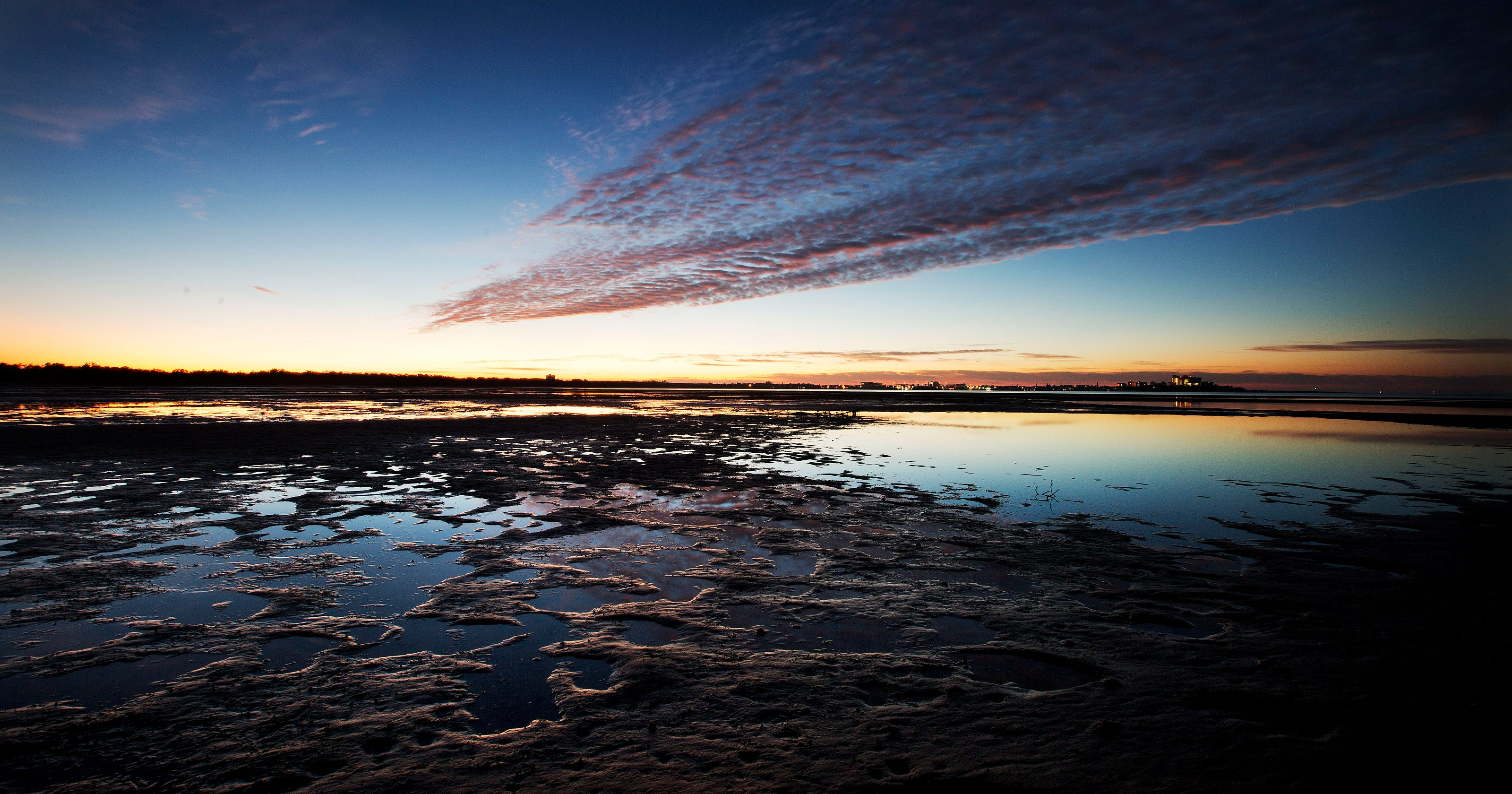 Super Moon Causes Extreme Low Tides
