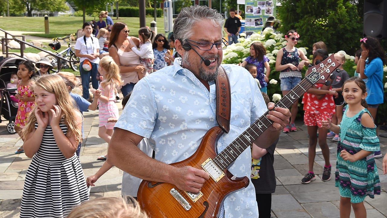 Novi's Wonderful Wednesdays at Fuerst Park enjoyed a visit from Guy Louis who got the audience up and moving.