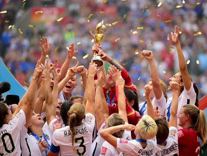 United States players hoist the World Cup trophy.