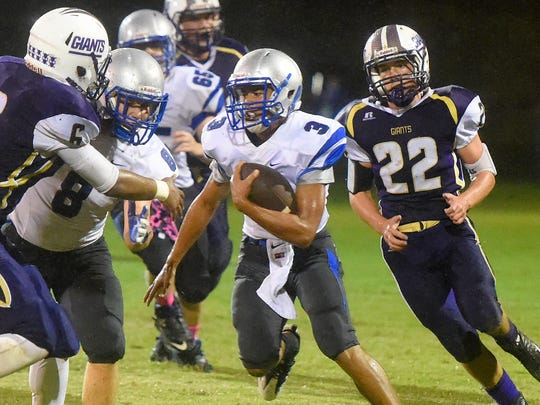 Robert E. Lee's Jayden Williams runs through the Waynesboro during their 2016 game.