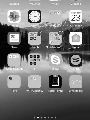 For those who can't give up Instagram and Facebook, turning your phone to black, white and grey can make the experience far less appealing.