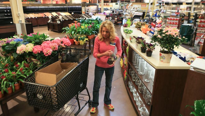 Kroger floral manager Nancy Brewer of the Holiday Manor store readies the flowers as the store is near completion of its $16 million renovation. The Cincinnati company demolished three sides of it since March 30 to increase the interior from 69,000 to 87,000 square feet. A Murray's Cheese Shop, Starbucks and expanded grocery aisles are just some of the features.
