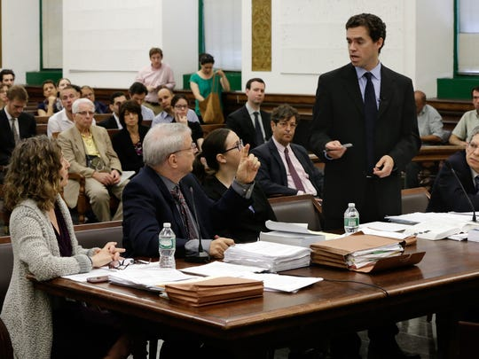 Steven Wise, president of the Nonhuman Rights Project, second left, and Assistant Attorney General Christopher Coulston, second from right, appear in Manhattan State Supreme Court in May.