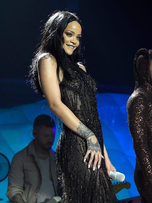 "Rihanna on the ""Anti"" tour"