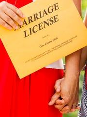 Notarías en Arizona ya estan listas para emitir licencias de matrimonio.