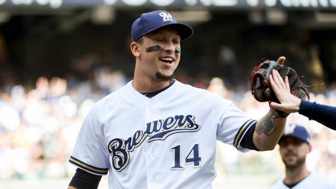 Brewers second baseman Hernan Perez pitches for two innings on Sunday.