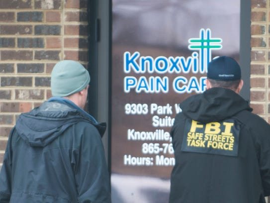 FBI agents enter the Knoxville Pain Care clinic at 9303 Park West Blvd. in this March 10, 2015, file photo. It was one of several pain clinics raided by federal agents as part of a pill-mill investigation.
