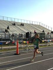 Stefanie Shimansky of Winter Springs sets the pace in the women's field.