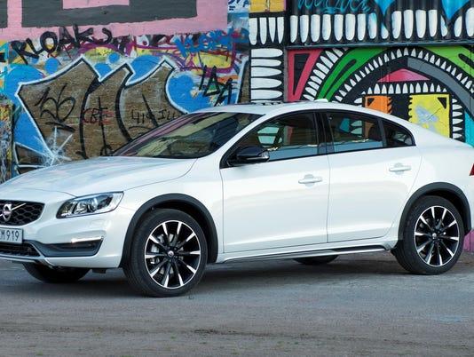 636106578896411416-2016-Volvo-S60-Cross-Country-Sedan.jpg