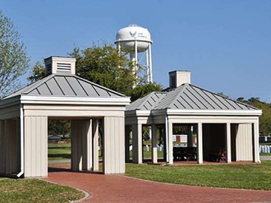 635745354756737436-Biloxi-National-Cemetery