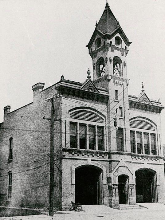 635815341584543343-Menasha-city-hall-1913