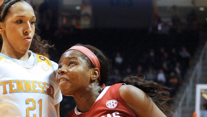 Arkansas's Jessica Jackson (00) shoots a layup against Tennessee's Mercedes Russell (21).