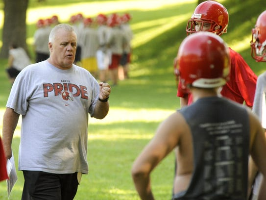 Late-Manitowoc Lincoln football coach runs through