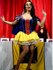 Muy sensual luce Ivonne Montero en su papel de Blanca Cheves.