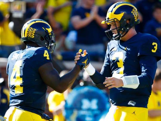 Michigan Wolverines running back De'Veon Smith (4)