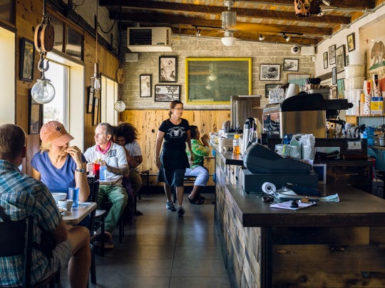 Crossroads Cafe in downtown Joshua Tree bustles at dinnertime.