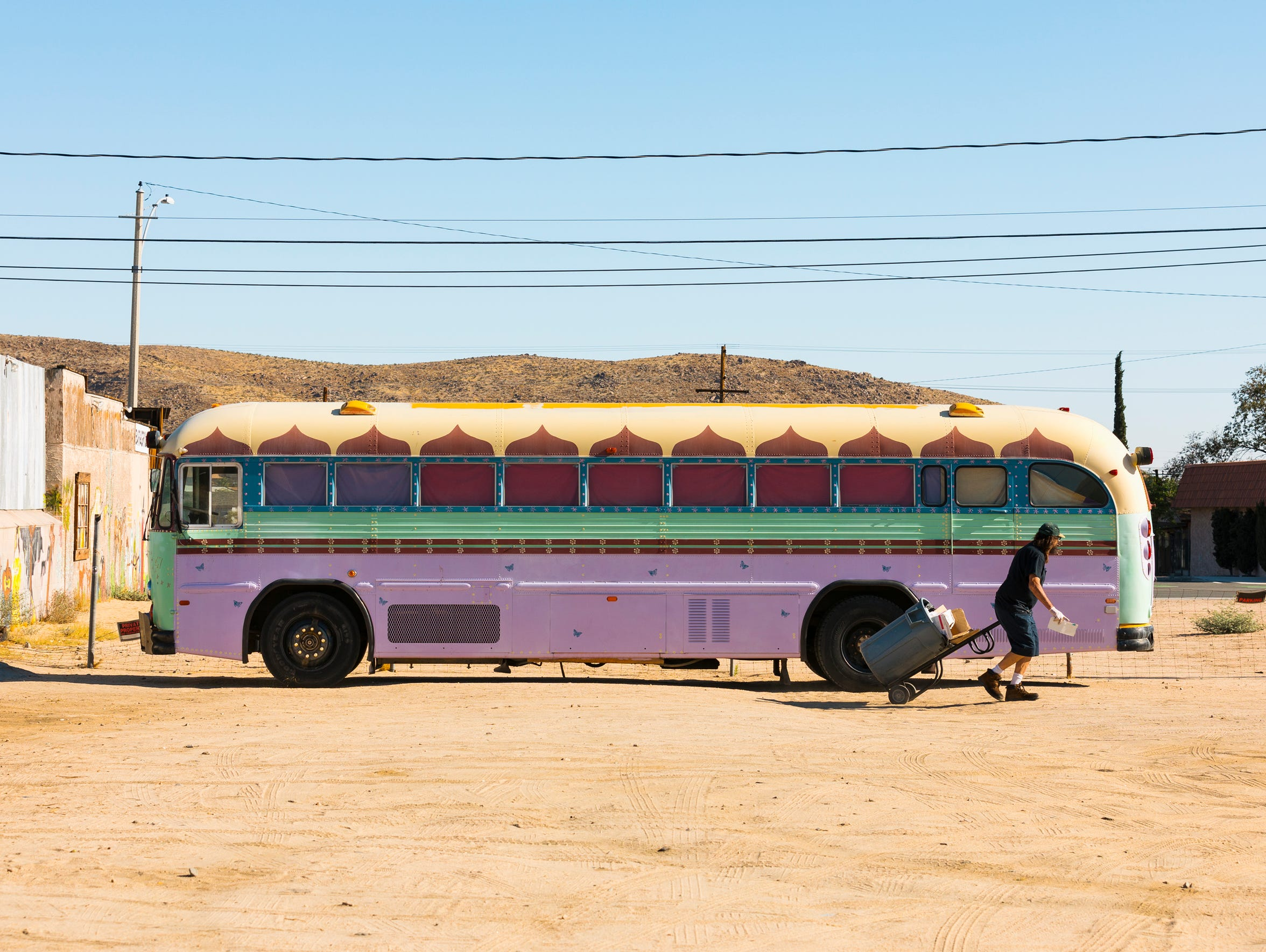 The bus outside Joshua Tree Saloon