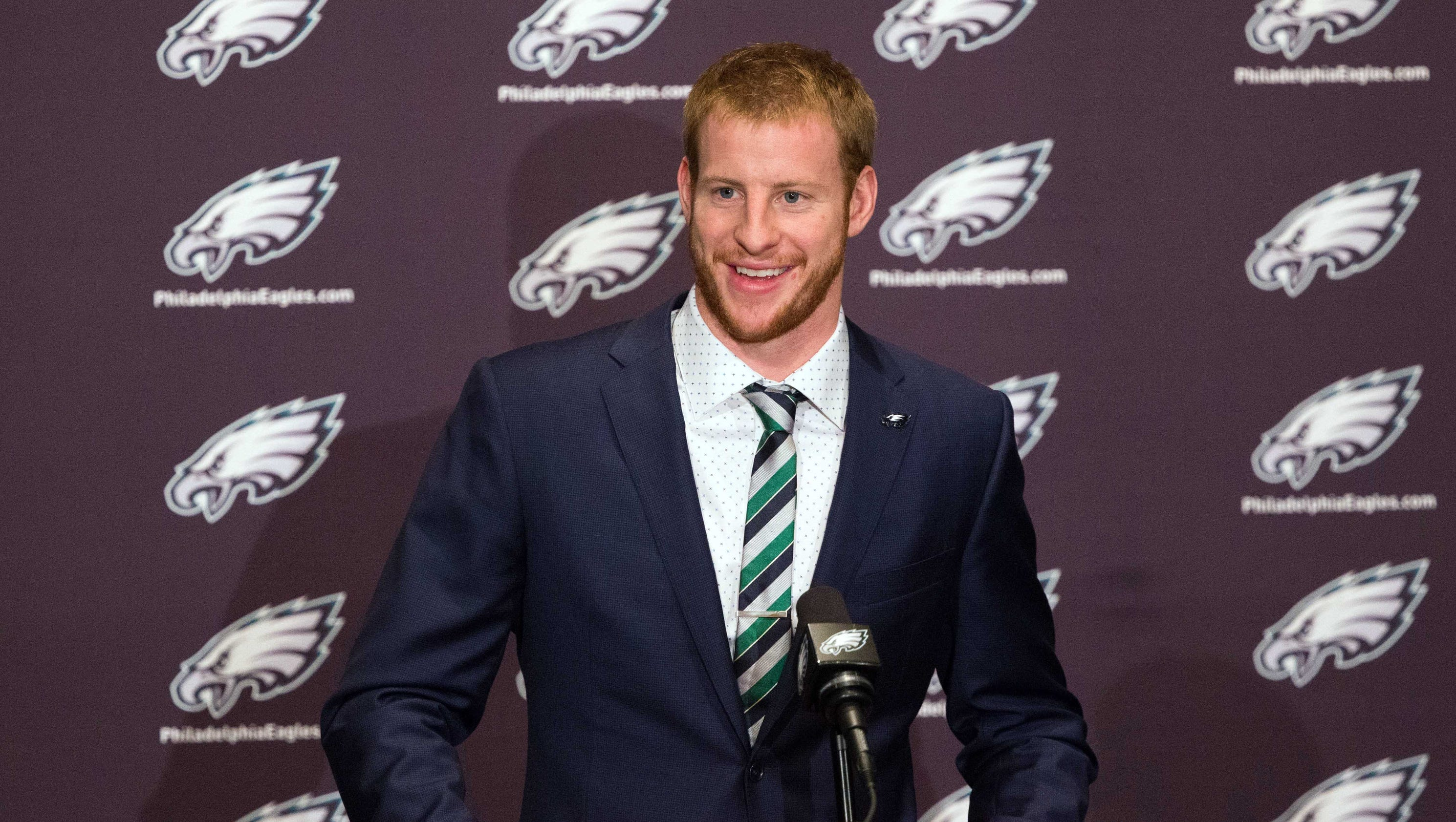 Carson Wentz signs rookie contract with Eagles