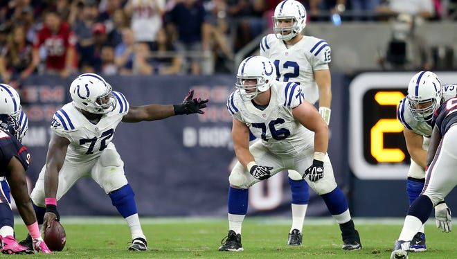 Joe Reitz (No. 76, shown vs. Houston) re-signed with the Colts on Tuesday.