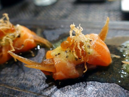 Salmon sashimi with kiwi, pickled onion and salmon