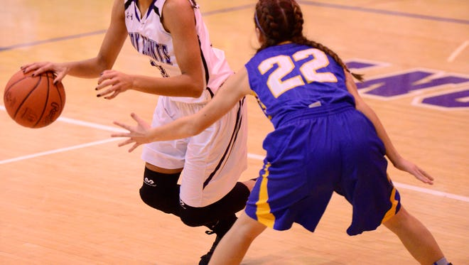 Jazmin Bulger scored  a game-high 17 points Friday as Fremont Ross topped Clyde.