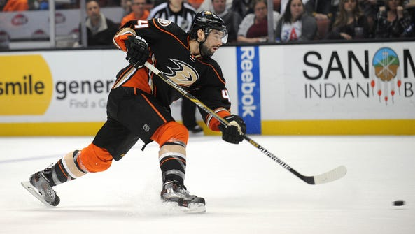 Anaheim Ducks center Nate Thompson shoots on goal against