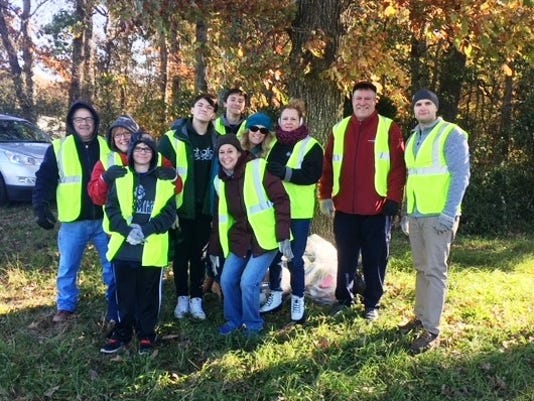 tri-county-rotary-road-clean-up-crew-002-.jpg
