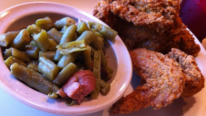 My dining companion ordered  fried chicken (quarter piece, white meat, $9.04) with beef vegetable soup, green beans and tapioca pudding for dessert.
