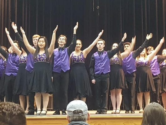 636571387856188306-Two-Rivers-Show-Choir.jpg