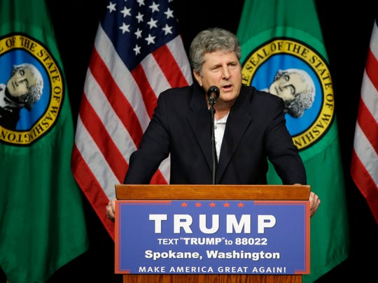 Mike Leach speaks in support of Republican presidential