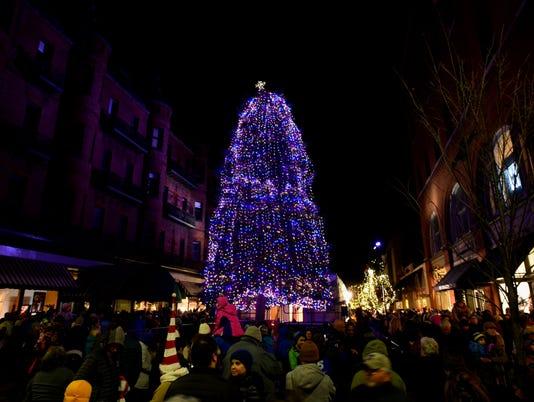 636471462448789276-2017-1124-Church-Street-Tree-Lighting-1.jpg