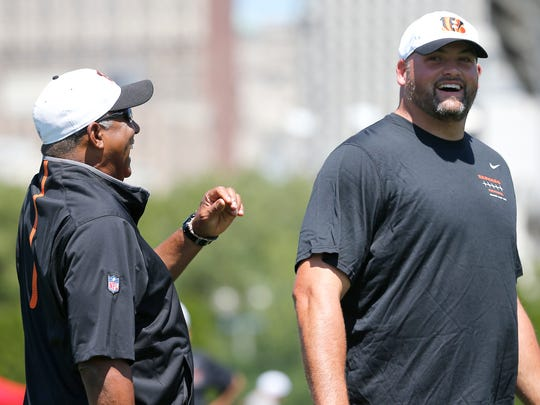 Bengals head coach Marvin Lewis (left) and offensive
