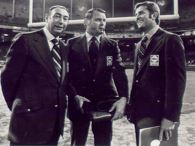 Keith Jackson inbetween Howard Cosell (left) and Don