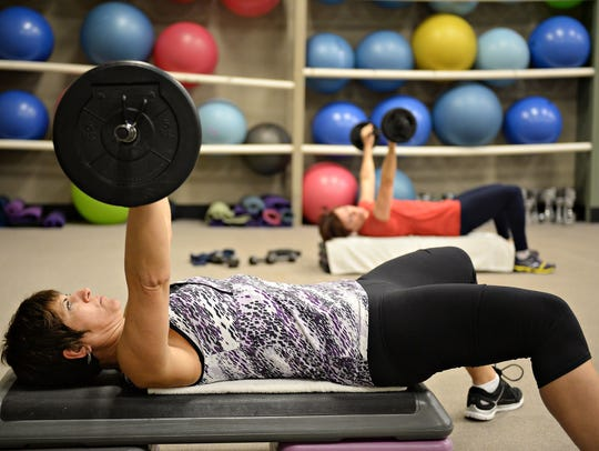 Roxanne Schweizer lifts weights in a group fitness