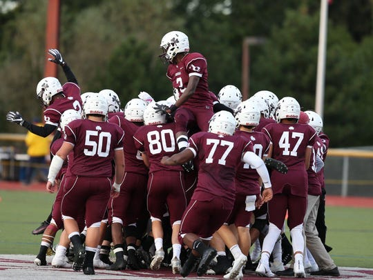 Aquinas Little Irish get pumped up for their football