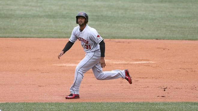 Aaron Hicks follows a fly ball.