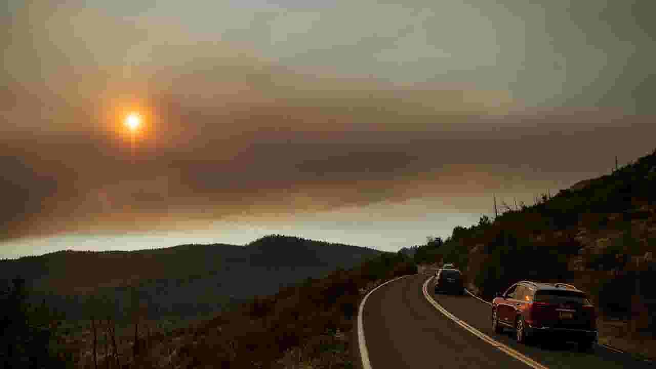 Yosemite fire: Thousands evacuate park as blaze approaches