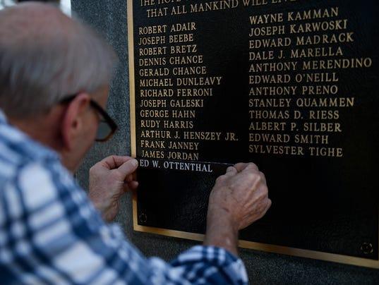 JL-veterans-41318-03.JPG