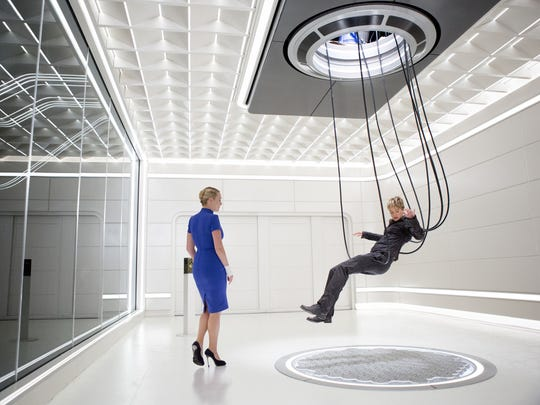 """This photo provided by Lionsgate shows, Kate Winslet, left, as Jeanine, and Shailene Woodley, as Tris, in a scene from the film, """"The Divergent Series: Insurgent."""" The movie opens in U.S. theaters Friday, March 20."""