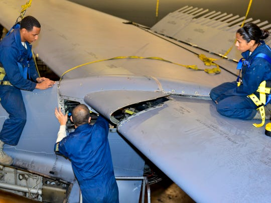 Phase Airmen keep B-52s ready to fight