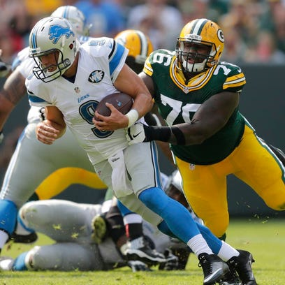Green Bay Packers defensive end Mike Daniels pressures