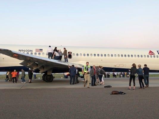 636614437156464493-AP-Delta-Flight-Cabin-Smoke-1-.jpg