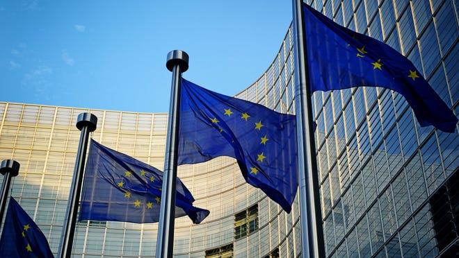 Muchos países de la UE, incluidos España, Alemania, Grecia, Bulgaria, Croacia, República Checa, Dinamarca y Polonia, ya han comenzado a utilizar el sistema de criptomonedas digitales.  Se espera que el resto comience a usarlo el 1 de julio.